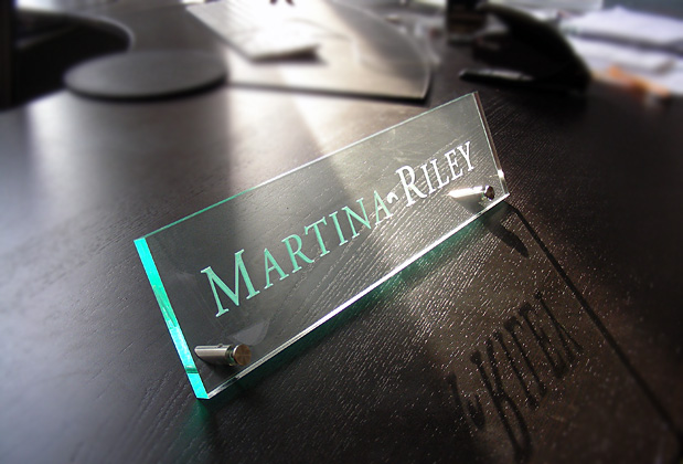 High Class Name Plate Raster Engraving For Your Desk